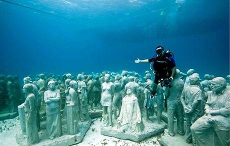 Podmořské muzeum v Cancúnu - sochy představuje autor Jason Dataires Taylor