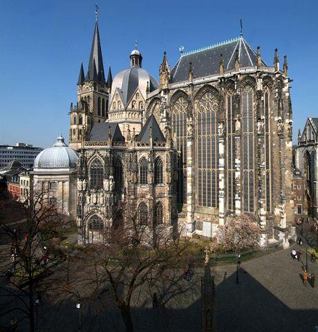 Cáchy, Dóm. Slavnou katedrálu postavil Karel Veliký