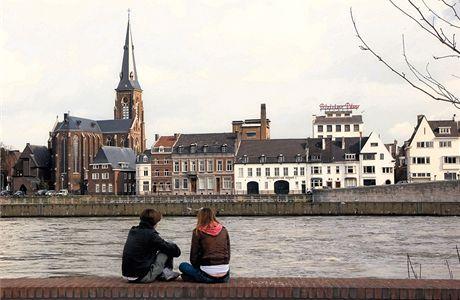Staré město. Maastricht je plný mladých lidí, kteří studují na zdejší univerzitě
