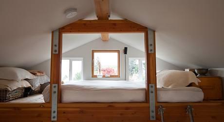 Michelle zvedla konstrukci domu o 120 centimetrů, což umožnilo vestavět spací podkroví