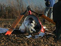 U obce N�klo na Olomoucku se z��til mal� vrtuln�k. (14. listopadu 2010)
