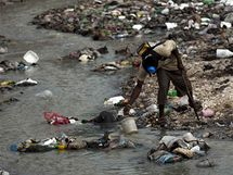 Cholera se na Haiti šíří především díky nehygienickým podmínkám (15. listopadu 2010)