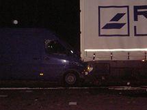Tragicky skončila nehoda čtyř vozidel na 80,5 km dálnice D1 ve směru na Brno. Přišel při ní o život jeden řidič a tři řidiči utrpěli zranění. (19. listopad 2010)