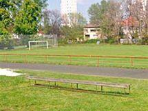 Současné fotbalové hřiště v areálu u Bavlny