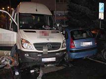 Poškozená auta po nehodě v Hradci Králové