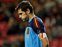 CO SE STALO Španělský gólman Iker Casillas nechápe, jak mohl v přípravě v Portugalsku dostat čtyři branky.