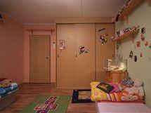 Výzdoba pokoje odpovídala spíše malým dětem než dospívajícím slečnám