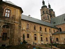 Na Rajském dvoře kláštera Teplá probíhá archeologický výzkum.