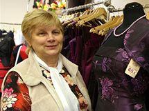 Helena Mončeková prodává v trenčínském obchodě Moda Empire.