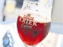 Belgické pivo Kriek voní po třešních a má nakyslou chuť.