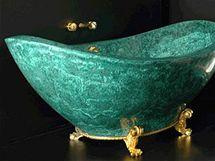 Luxusní smaragdová vana z malachitu