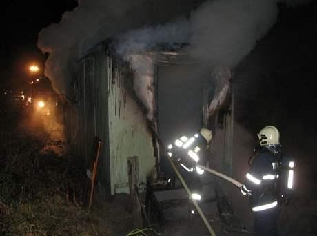 Požár maringotky, při kterém zahynuli dva bezdomovci