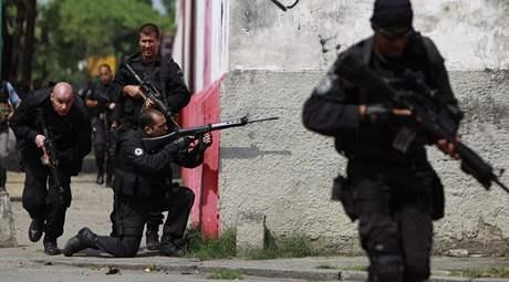 Policejní hlídky v brazilském Riu de Janeiru