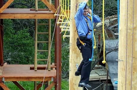 Praha, 18. května 2004, slavnostní otevření lanového centra na Libeňském ostrově. Náměstek primátora Prahy Petr Hulinský