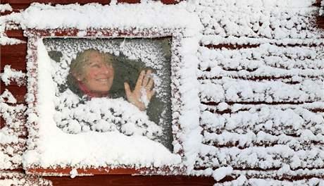 Sníh a mráz svírá už několik dní Velkou Británii. Na snímku výjev z Riverside Livery Denny ve Skotsku (29. listopadu 2010)