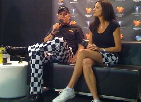 John Daly s přítelkyní Annou Cladakisovou na tiskové konferenci před loňským Australian Open.