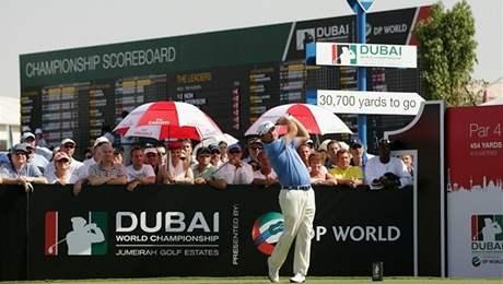 Graeme McDowell se uchází o titul nejlepšího evropského hráče roku. Několik povětšinou bílých lidí to v Dubaji dokonce zajímá.