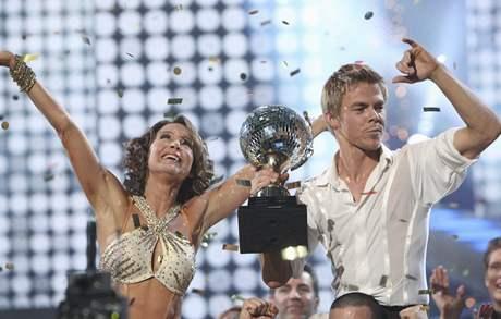 Vítězi soutěže Dancing with the Stars jsou Jennifer Grey a její partner Derek Hough