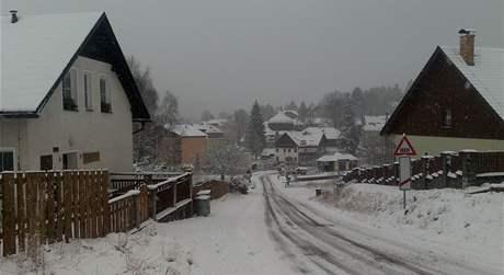 Železnou Rudu pokryl sníh. Napadlo tu pět centimetrů sněhu.