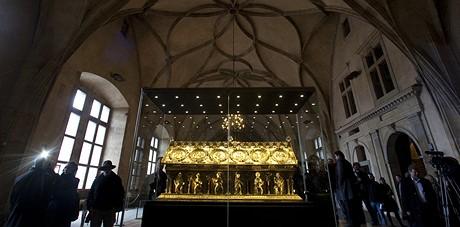 Ve Vladislavském sále Pražského hradu byl 23. listopadu instalován relikviář sv. Maura ze zámku v Bečově nad Teplou.