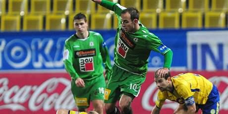 Jablonecký hrdina Kovařík (vlevo nahoře) v utkání s Teplicemi.