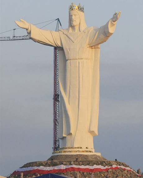 Nejvyšší socha Ježíše Krista u polského města Swiebodzin.