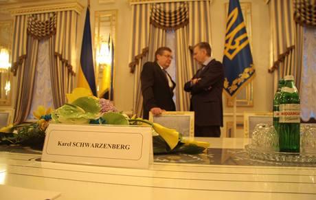 Tisková konference ukrajinského ministra zahraničí Konstantyna Hryščenka a jeho českého protějšku Karla Schwarzenberga. (29. listopadu 2010)