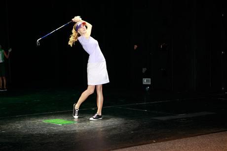 Finále Miss golf 2010 - první soutěžní disciplína.