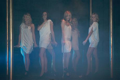 Finále Miss golf 2010 - dívky se představují.