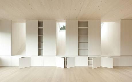 Vestavný nábytek splývá se stěnami
