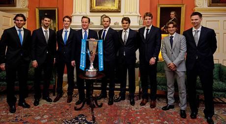 Účastníci tenisového Turnaje mistrů v Londýně na setkání s britským premiérem Davidem Cameronem (třetí zleva).