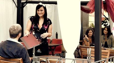 Wendy Zapletalová ve videoklipu skupiny High Five