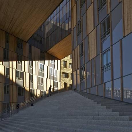 Unikátní budova se skládá z kancelářských, obchodních a bytových jednotek