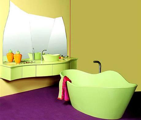 Asymetrická vana Ginkgo je dodávána s umyvadlem a zrcadlem