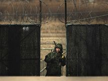 Jihokorejský voják na stráži (26. listopadu 2010)