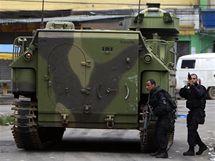 Policisté brazilském Riu de Janeiru nasadili obrněné vozy