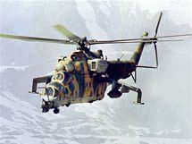 Sovětský bitevní vrtulník Mi-24 nad afghánskými horami nedaleko Kábulu. (8. března1989)