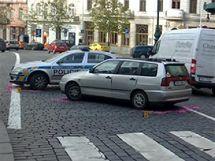 Policejní auto srazilo seniory na pražském náměstí Míru