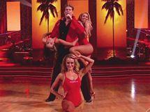David Hasselhoff zazpíval na finále soutěže Dancing with the Stars znělku Pobřežní hlídky