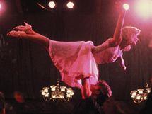Jennifer Grey při zvedačce s Patrickem Swayzem