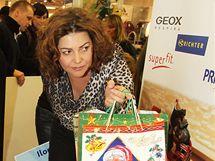 Ilona Csáková nadělovala dárky dětem z azylových domů