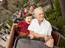 Michael Douglas s rodinou na horské dráze