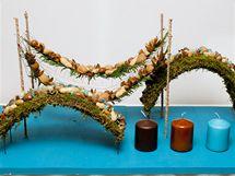 Velmi oblíbené jsou dnes mezi floristy i zákazníky dekorativní oblouky z nejrůznějších materiálů