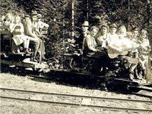 Drážky na svážení dřeva vybudované Lichtenštejny v jesenických lesích fungovaly až do roku 1943.