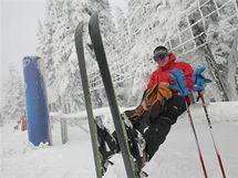 Možnost prvního letošní lyžování na krkonošské Černé hoře přilákala desítky lidí.