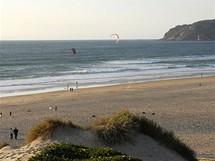 Pláž Guincho patří ke špičkovým evropským destinacím kitesurferů