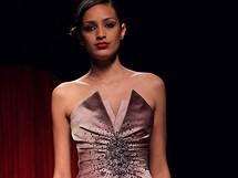 Růžové šaty, Georges Hobeika
