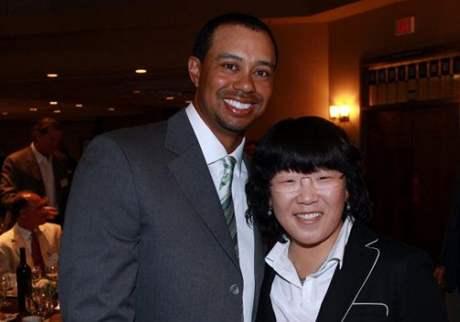 Dvojice, usilující o post světových golfových jedniček - Američan Tiger Woods a Korejka Sin Či-jaj.