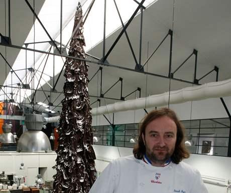 Patrick Roger se svým desetimetrovým stromem z čokolády