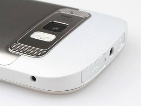 Recenze Nokia C7 detail